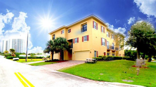 MULTIFAMILY INCOME ASSET FOR SALE MIAMI BEACH